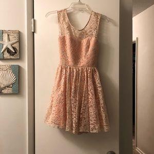 Dresses & Skirts - Peachy pink formal dress